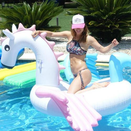 Las famosas la eligen: el cuello halter es la tendencia en bikinis de la temporada