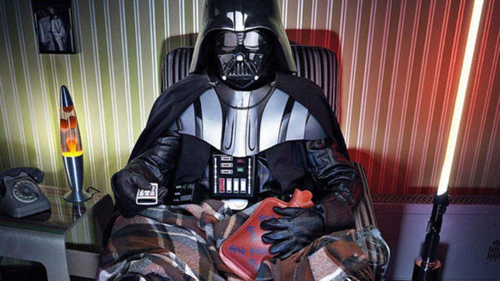 Darth Vader viendo muy cómodamente televisión (foto: Behance.net).