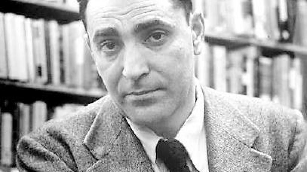 Alfred Hayes nació en Inglaterra en 1911, y falleció en 1985.