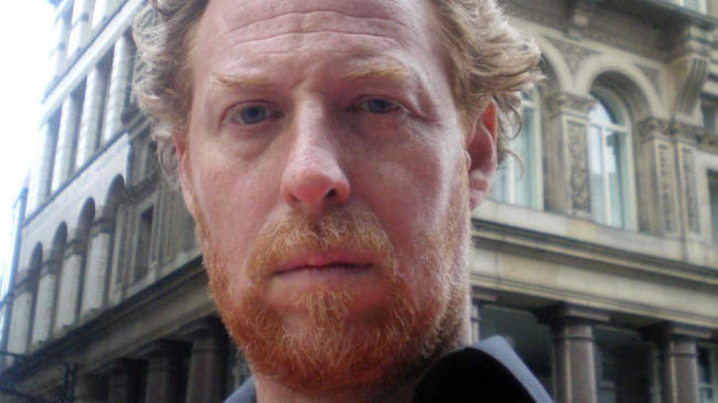 Fernando Stefanich es cordobés, practicó boxeo y físicoculturismo, y es autor de tres novelas. Vive en París.