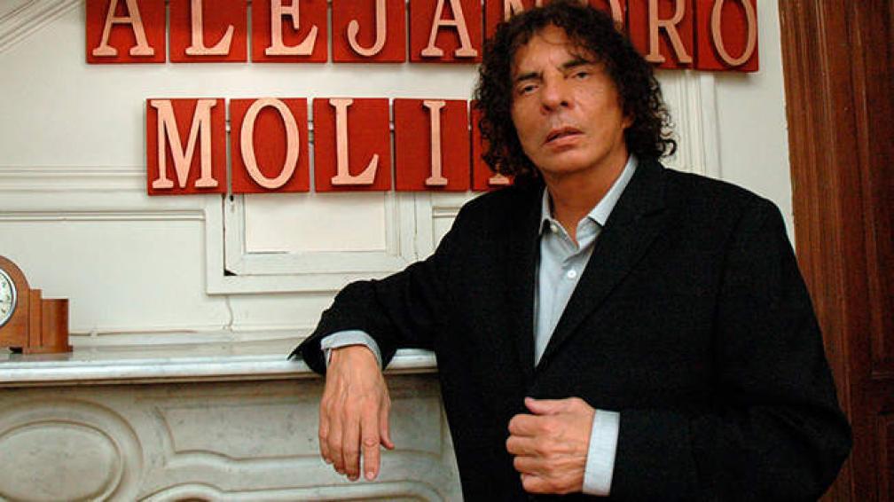 Alejandro Dolina publicó una novela que tiene 108 capítulos, el resultado que da sumar dos barajas francesas.