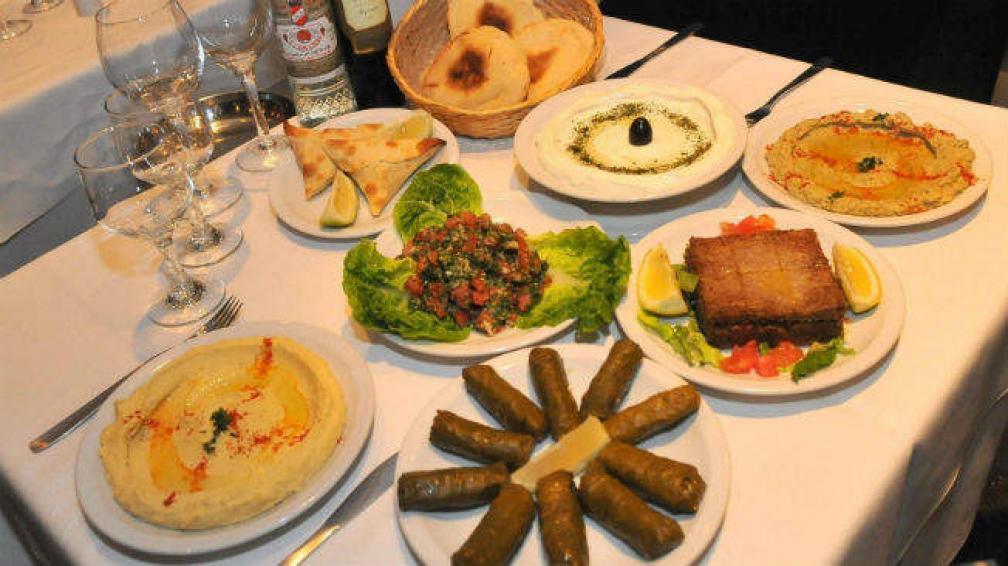 Al Malek es una de las opciones, con cocina que cierra tarde y variedades árabes.