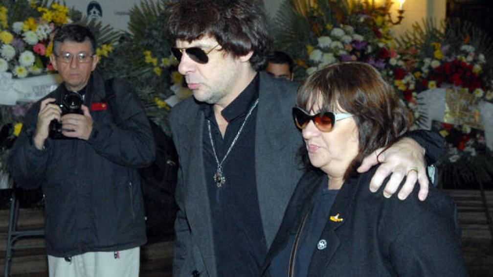 Juanse fue uno de los músicos que se acercó a despedir a Adrián Otero.