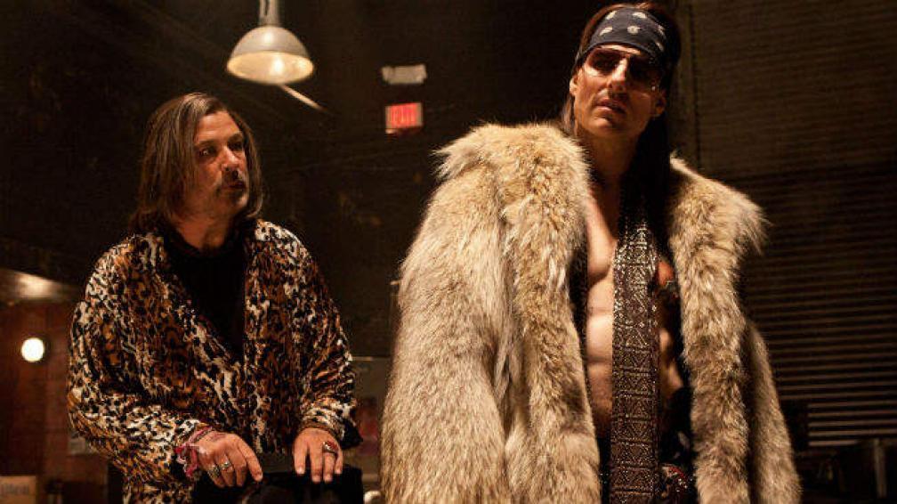 Alec Baldwin y Tom Cruise dan otro paso en la comedia en 'La era del rock'.