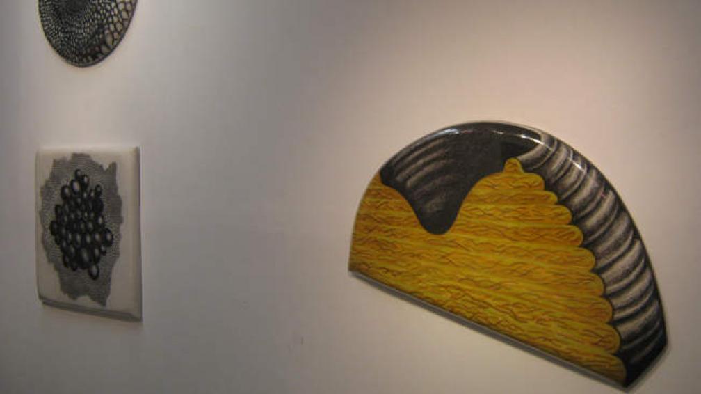 En Artis, Ramiro Palacio lleva a cabo una doble operación: le inyecta volumen al dibujo y le saca rigidez a su escultura.