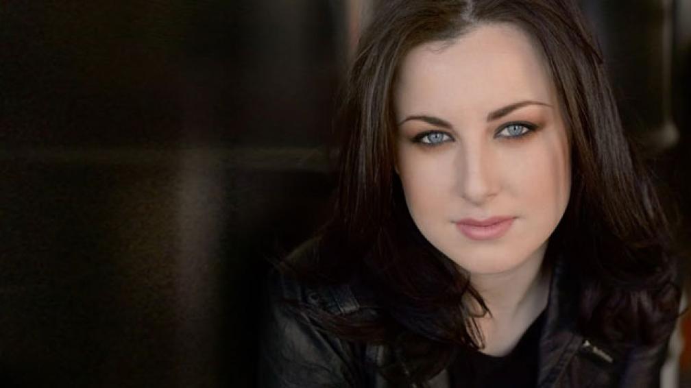 Carly Smithson continuó en el programa a pesar de que tenía una carrera antes de ingresar (imagen web).