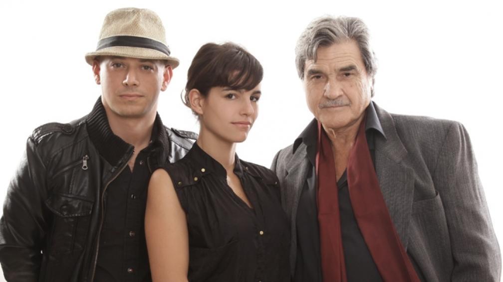 Alejo Ortiz, Marina Glezer y Lito Cruz son los tres actores en escena.