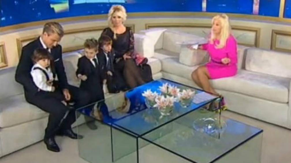 La familia de Maxi y Wanda en el programa de Susana Giménez.