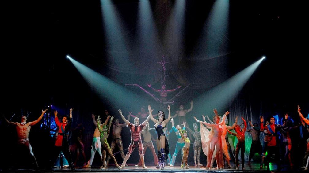 El Circo Servian ofrece un espectáculo de acrobacias y malabares para toda la familia.