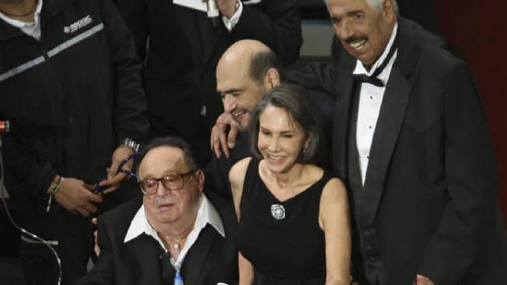 Roberto Gómez Bolaños junto a Florinda Meza, Edgar Vivar y Rubén Aguirre.