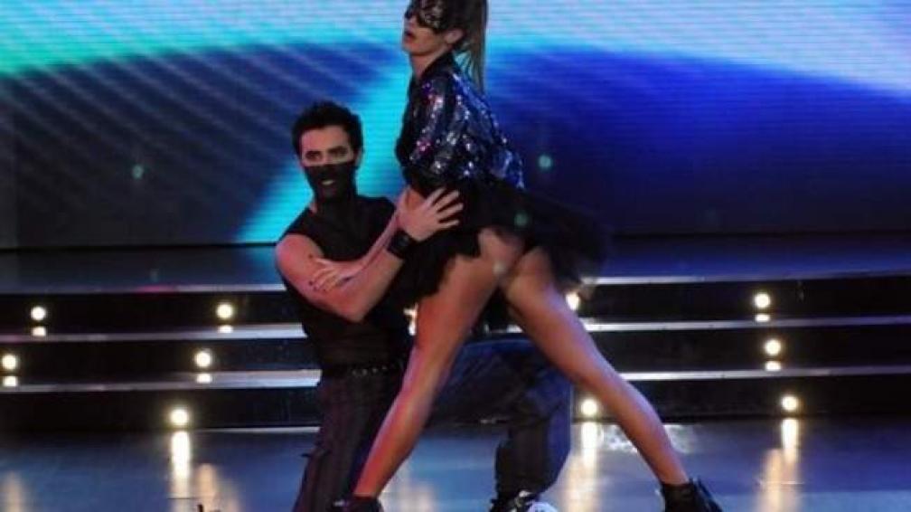 PAULA CHAVES, no se llevó bien con sus tacos en el electro dance.