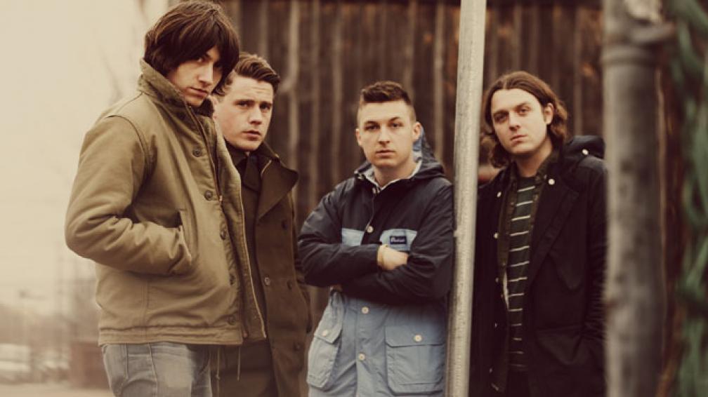 Alex Turner (guitarra y voz), Jamie Cook (guitarras), Matt Helders (batería y voz) y Nick O'Malley (bajo). Formación actual de Arctic Monkeys.