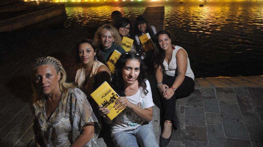 """""""Bonellistas"""" de corazón: Constanza Cabello, Mónica Gaido, Virginia Casas, Maira Esteban, Roxana Esteban, Nancy Esteban y Yanina Benasich."""