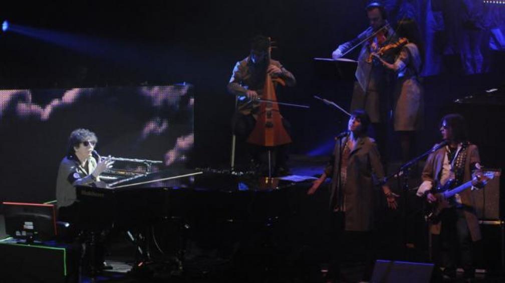 Charly mientras tocaba en el Orfeo. Foto: Facundo Luque/La Voz.