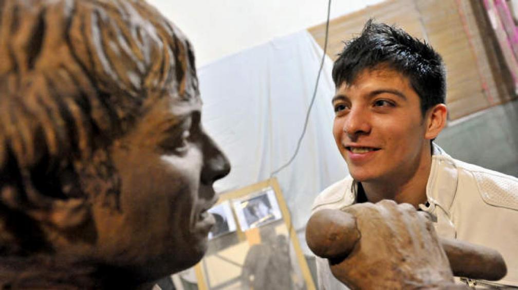Damian Cordoba: Damián Córdoba Tiene Su Escultura