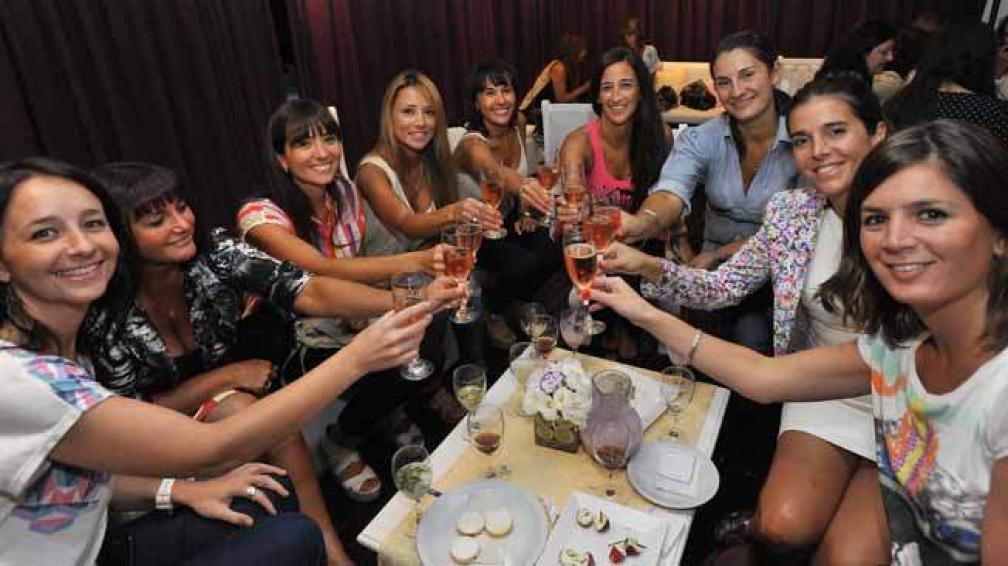 Cristina Ussher (Nuevocentro), Ana María Gómez (El Doce), Virginia Parra (Parra Automotores), Daniela Sánchez (Nuevocentro), Silvina Parra (Automotores), Lorena Villafañe (La Voz), Lorena Spät (Brokers), Julieta Peralta (Julia Tours) y Cecilia Bertarelli