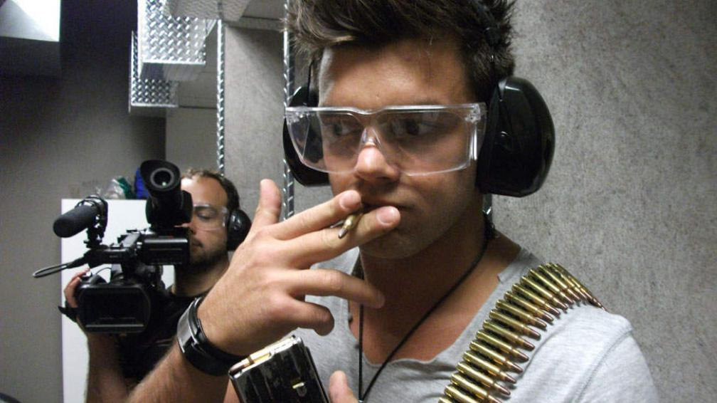 Leandro Penna filma una pequeña participación en una película.