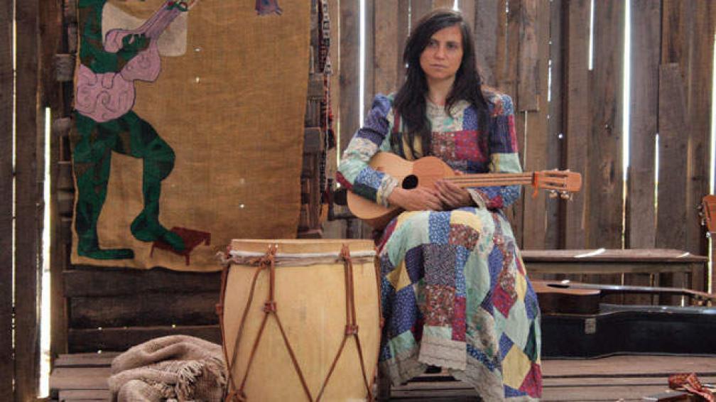 La actuación de Francisca Gavilán como Violeta Parra es consagratoria, en el filme de Andrés Wood, que repone el Cine Teatro Córdoba.