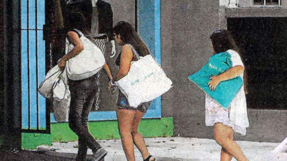 Todos felices: Loly, Rial, Rocío y Morena pasearon juntos por Buenos Aires. (Fotos: Perfil)