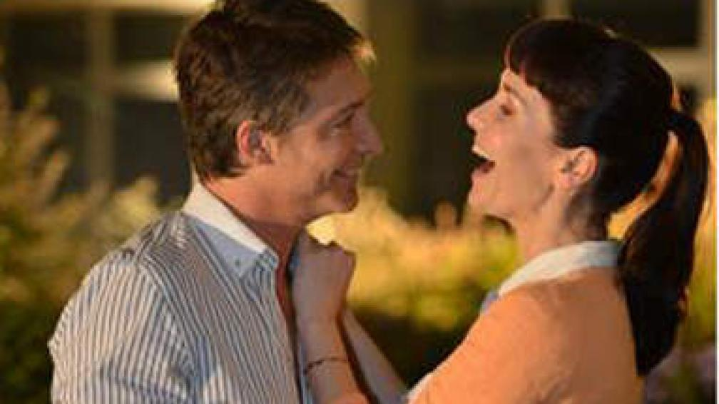 """Anoche se estrenó """"Solamente vos"""", la novela que reunió a Natalia Oreiro y a Adrián Suar para salir a disputar horario central. Y arrancó primero."""