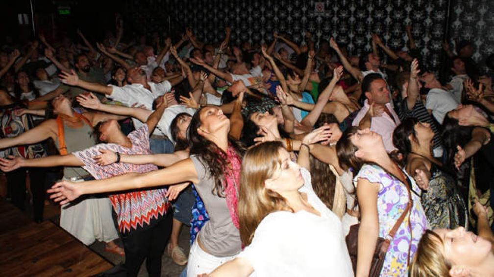 Yoga Rave, una fiesta sin alcohol y con meditación.