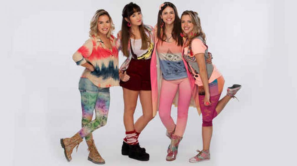 'Señales del fin del mundo' cuenta con un elenco joven, con Sofia Pachano, Julieta Bartolomé, Micaela Riera y Florencia Cappiello.