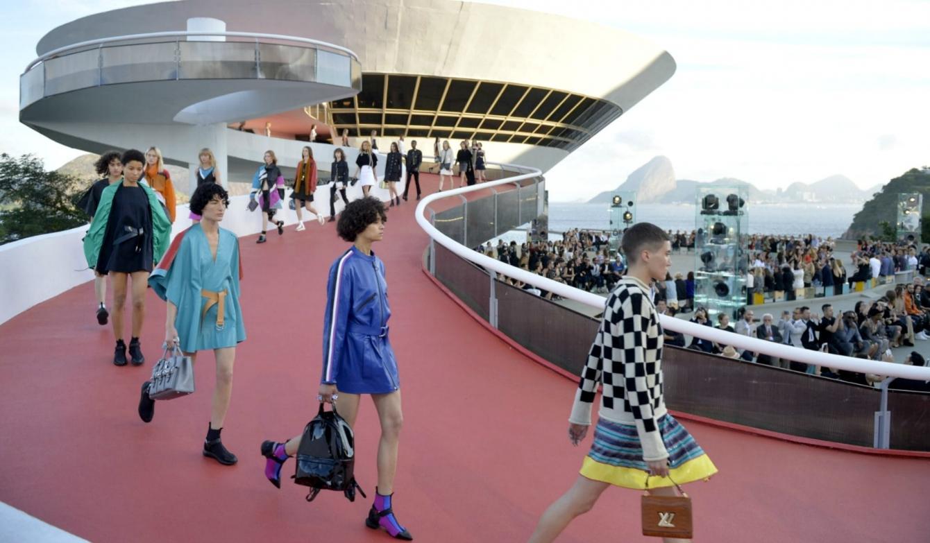 Louis Vuitton presentó su colección Crucero 2017 en Brasil