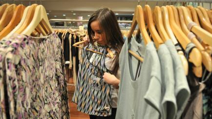 Usá la ropa correcta: los colores que benefician en contextos laborales