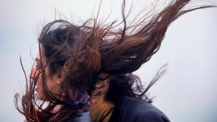 4 tips para lograr volumen en las melenas con pelo fino o
