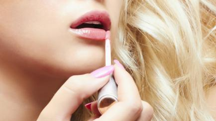 """Bocas glossy: el """"brillito"""" se instala como el cosmético de la temporada"""