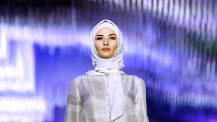 La hija de un líder checheno presentó su coleción y dejó a todos boquiabiertos