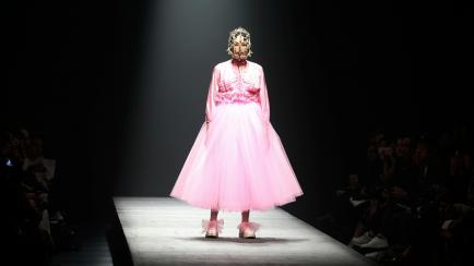 La rara moda de Japón: los looks más llamativos en pasarela y en la calle