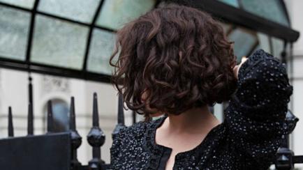 A lo Morrison: melena corta y rulos naturales