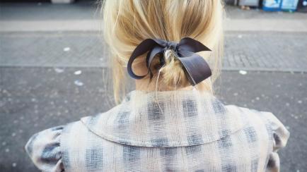 Fácil y barato: mejorá tus peinados con una cinta de raso