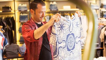 El gran Martín Churba lanza una colección accesible junto a VER en todo el país