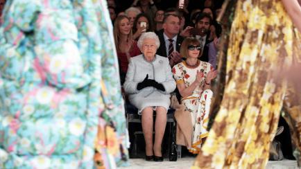 Reinas: Kate Middleton mostró su pancita y la reina Elizabeth, presente en un desfile