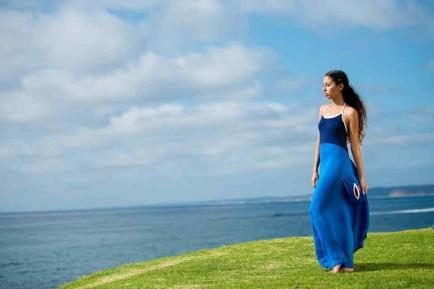 Crearon un vestido que te permite cambiarte en la playa sin tener que taparte
