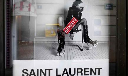 La última campaña de Yves Saint Laurent fue repudiada en Francia por ser