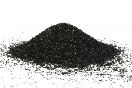 Para una piel radiante: por qué el carbón activado es furor en la cosmética