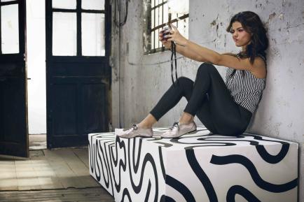 Bambi, insta sit, manos de T-Rex: las poses que imponen las celebridades en Instagram