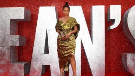 El vestido que dejó casi desnuda a Rihanna
