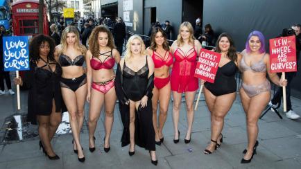 Londres: mujeres de talla grande manifiestan en ropa interior