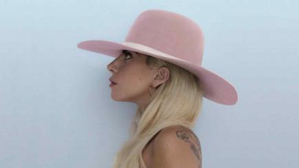 El sombrero de Lady Gaga que juega en las elecciones de Estados Unidos