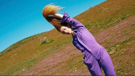 Nuevos cánones de belleza: una fotógrafa se convierte en modelo por sus rulos colorados