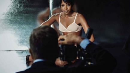 Naomi Campbell en ropa interior 3D