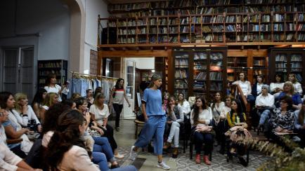 Un desfile único en Córdoba: entre miles de libros e inspirado por Sabato
