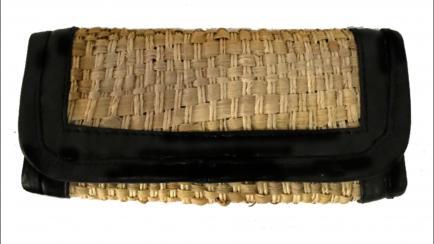 Diseño sustentable: carteras y accesorios fabricados con chalas de maíz