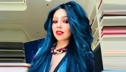 Otra vez Thalía: pelo azul y saludo de