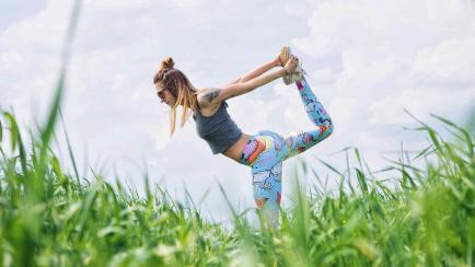 Gratis y relajado: yoga en el parque del Palacio Ferreyra