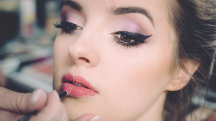 Maquillaje: una experta devela cómo levantar pómulos, engrosar labios y otros secretos
